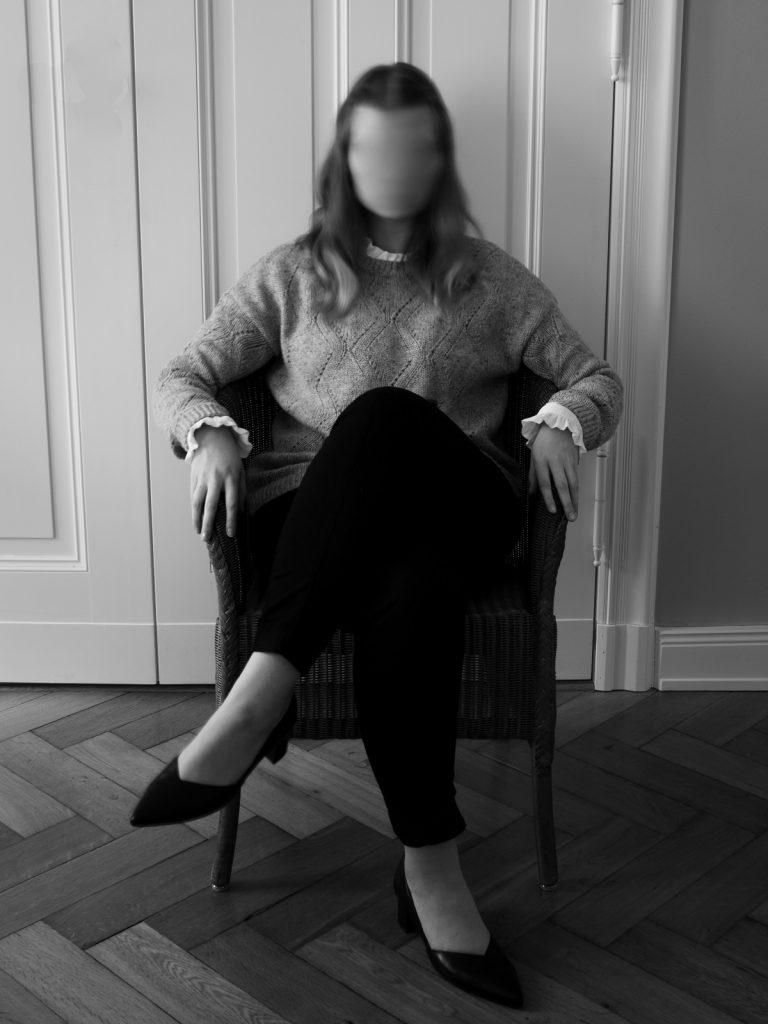 mulher bem vestida mas sem autoestima