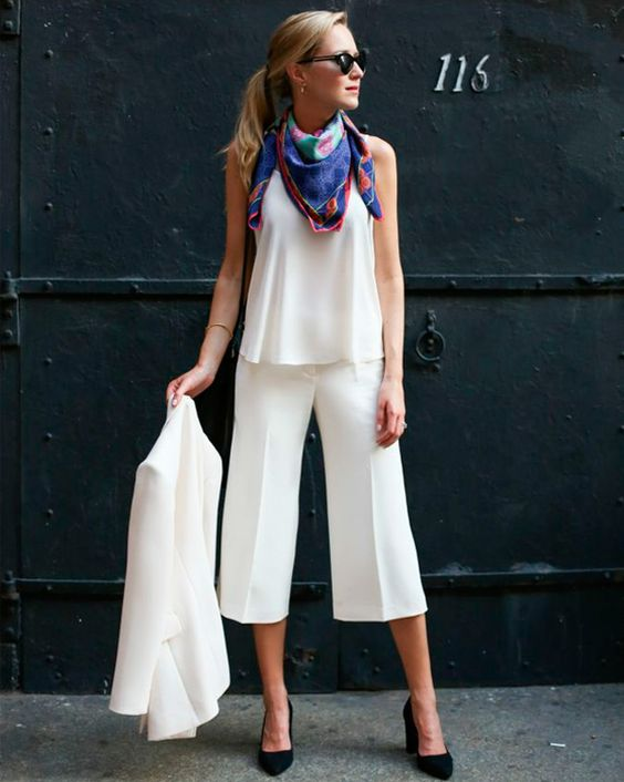 Look braco com lenço colorido